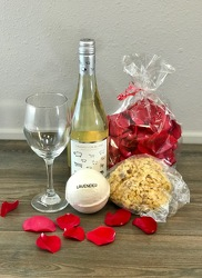 Deluxe Pamper Party with White Wine Flower Power, Florist Davenport FL